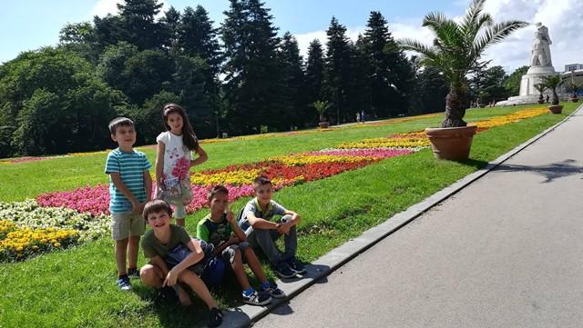 Разходка в Морската градина на децата от лятна езикова школа