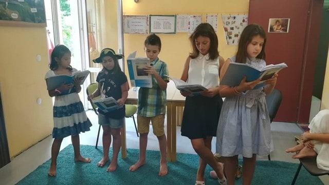 Четене по време на сугестопедичен летен езиков курс за деца